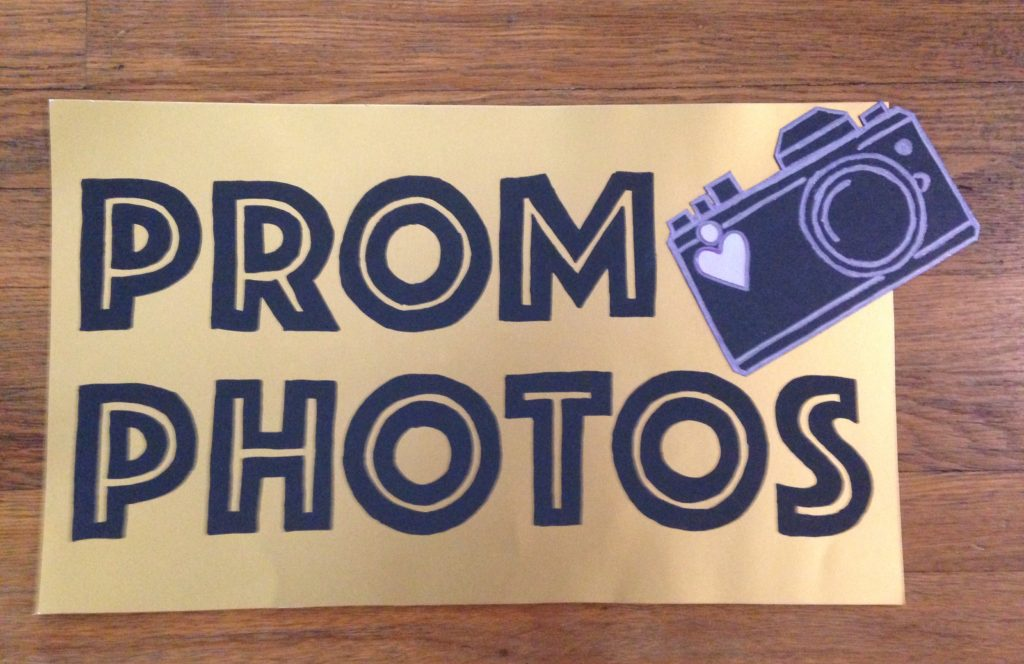 "Sign reading ""Prom Photos"""
